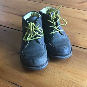 Boys UGG leather boots size 10. Great condition!